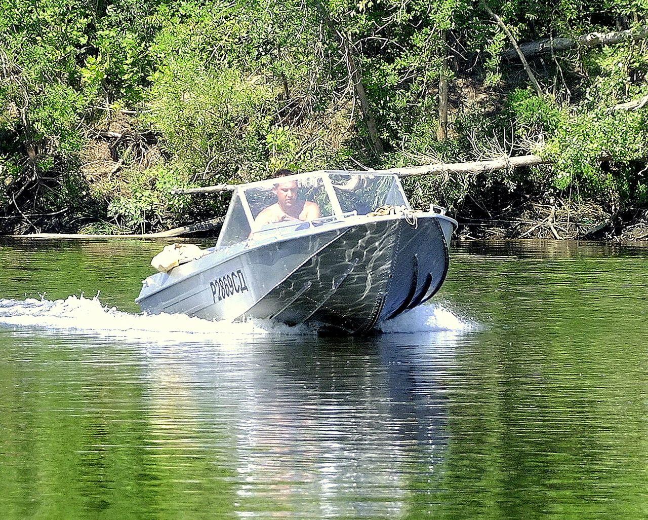 исследования, смотреть фото тюнинг моторной лодки лэйк были зачесаны